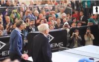 Blondje bezoekt beroemde belegger Warren Buffett