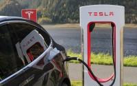 Tesla, tot ziens ☆ Blondje trekt de stekker eruit