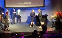 Blondje wint Gouden Stier voor Beste Beleggingsexpert!